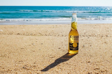 When life gives you corona, you stay in your kot en you drink Corona met het hele gezin!